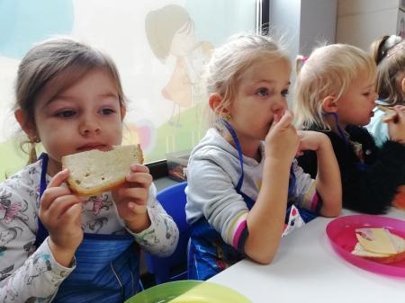 Samodzielnie zrobione kanapki smakują najlepiej :-)